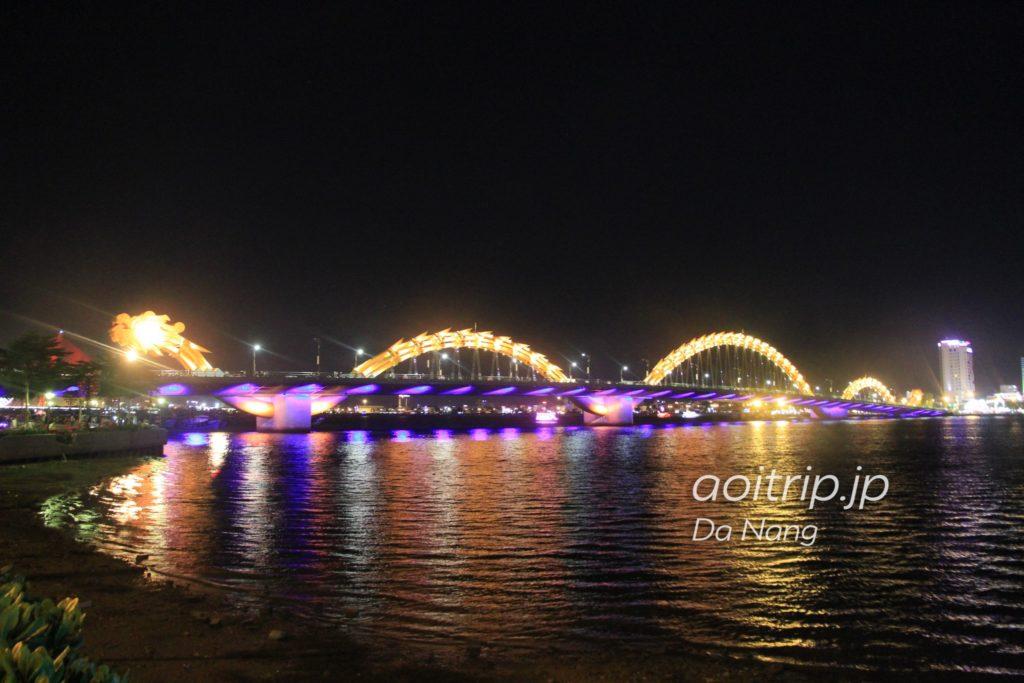 夜のドラゴンブリッジ