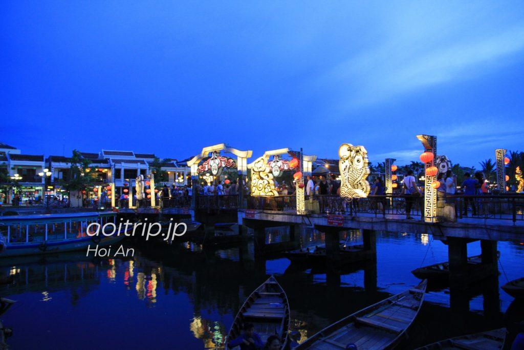 トゥボン川 夜景
