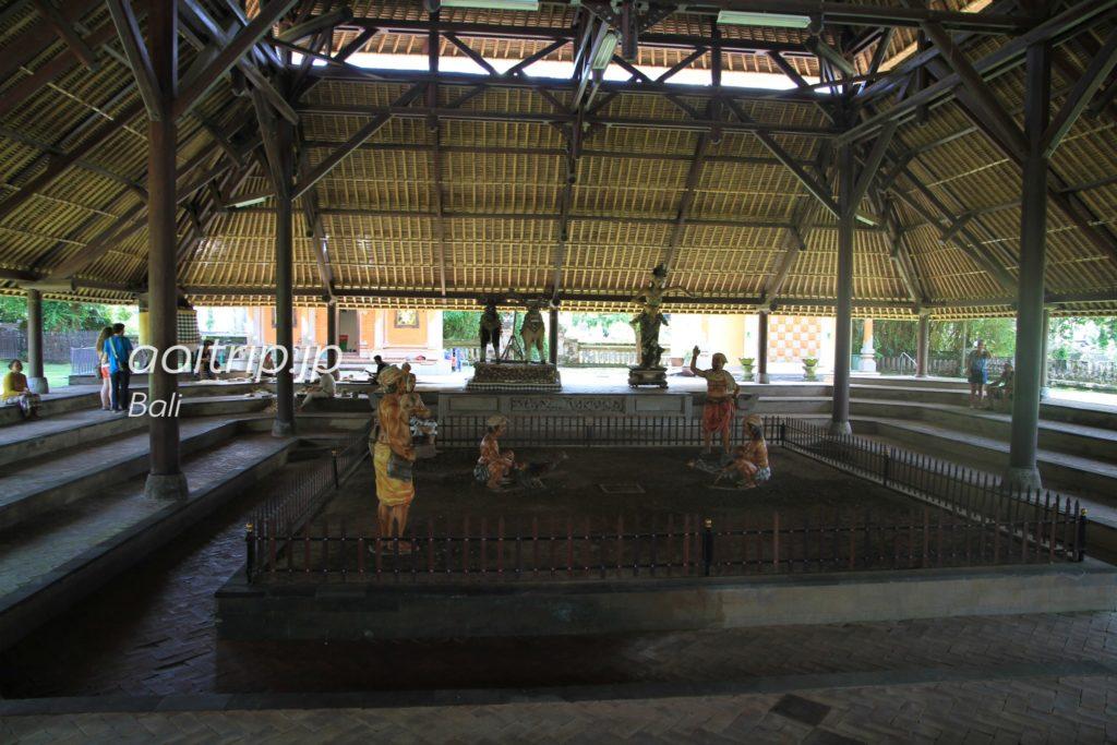 タマン アユン寺院 闘鶏場