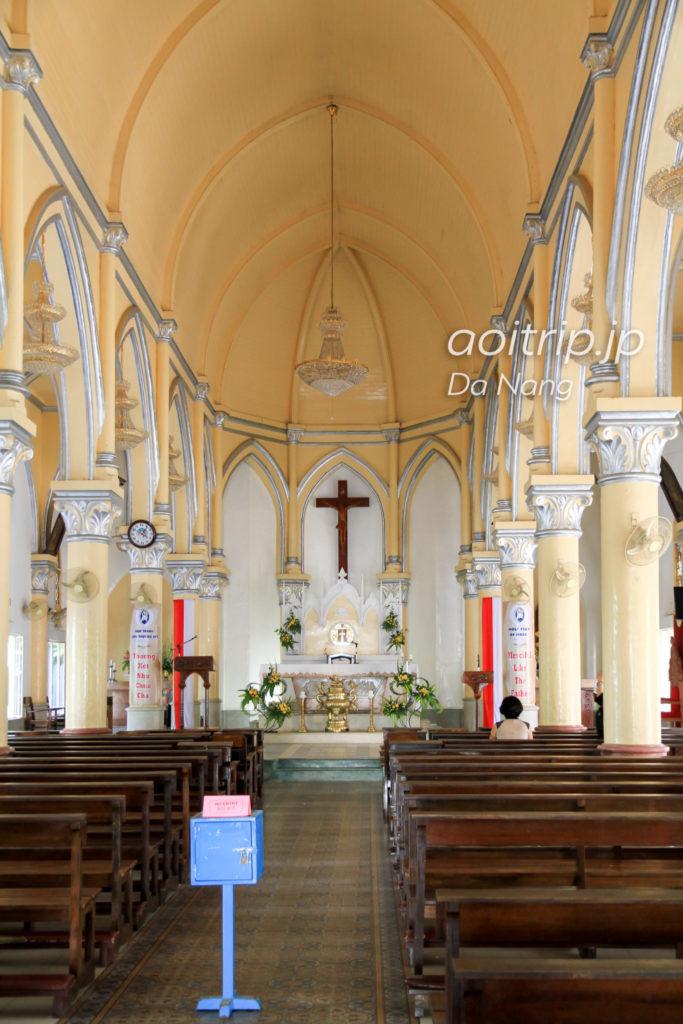 ダナン大聖堂の中