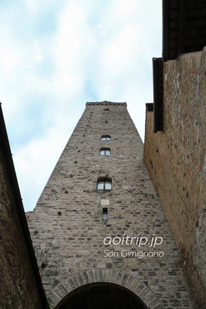 グロッサの塔