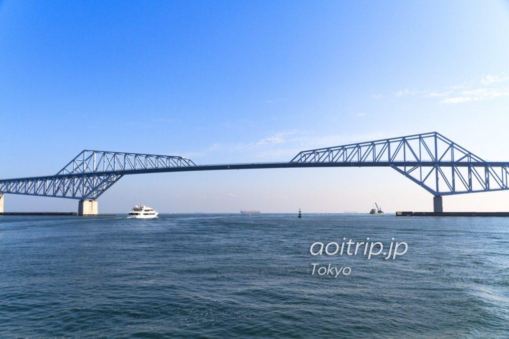 東京湾から望む東京ゲートブリッジ
