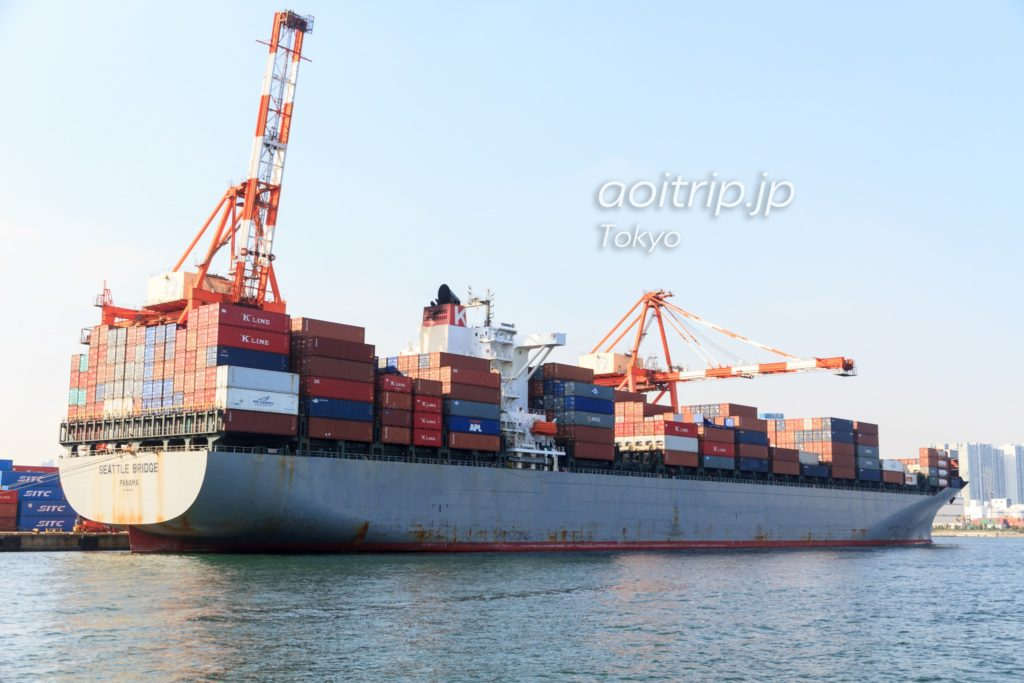 東京湾に停泊するパナマ船