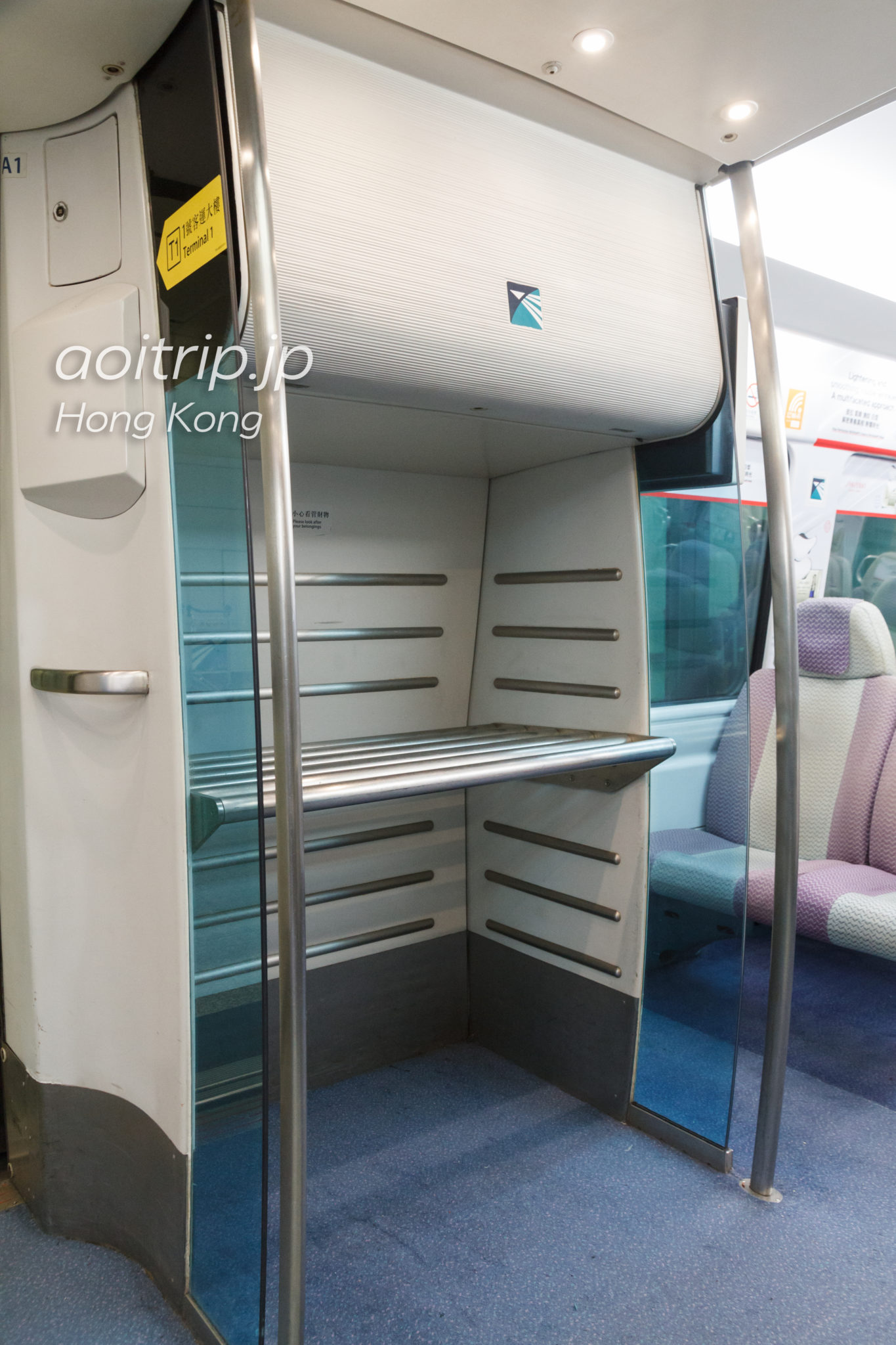 香港エアポートエクスプレスのスーツケース置き場