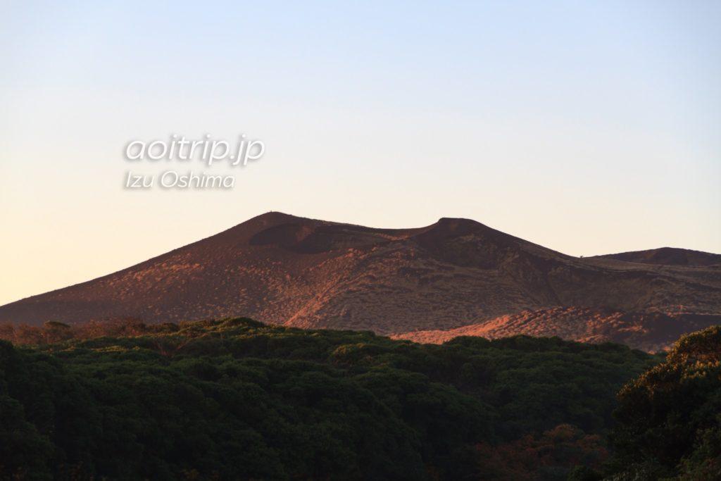 早朝の三原山