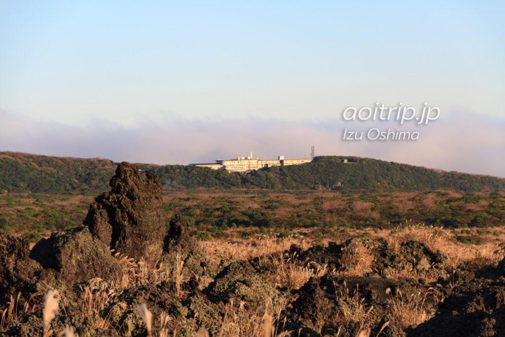 裏砂漠から見える大島温泉ホテル