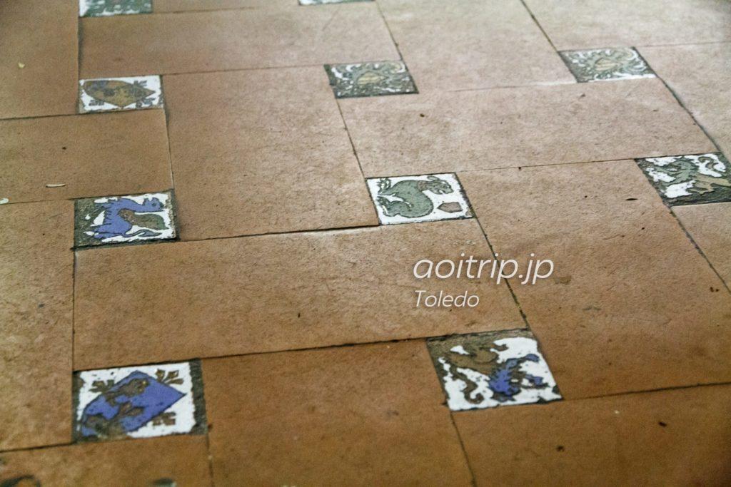 トレド駅の床タイル
