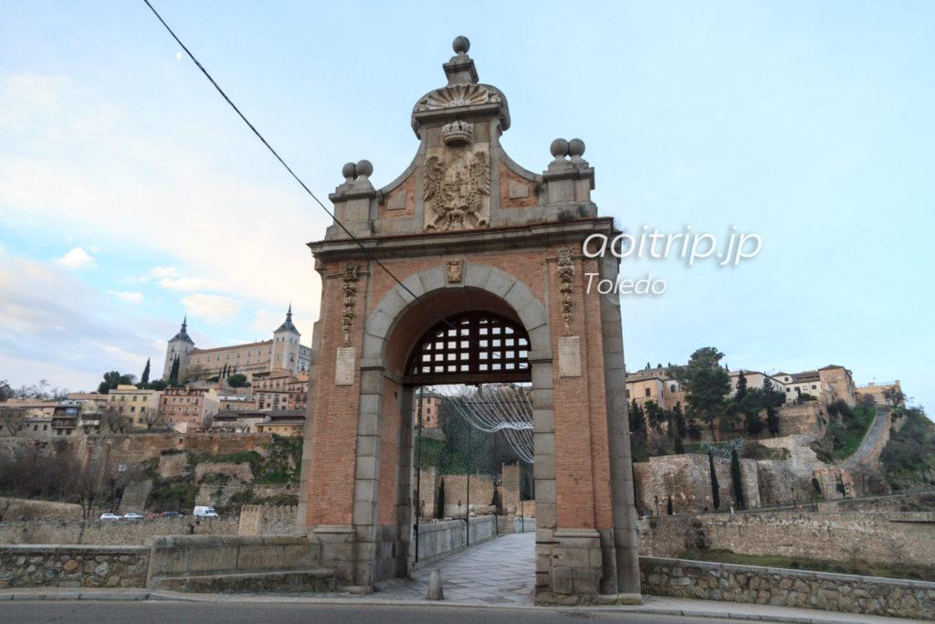 アルカンタラ橋の凱旋門