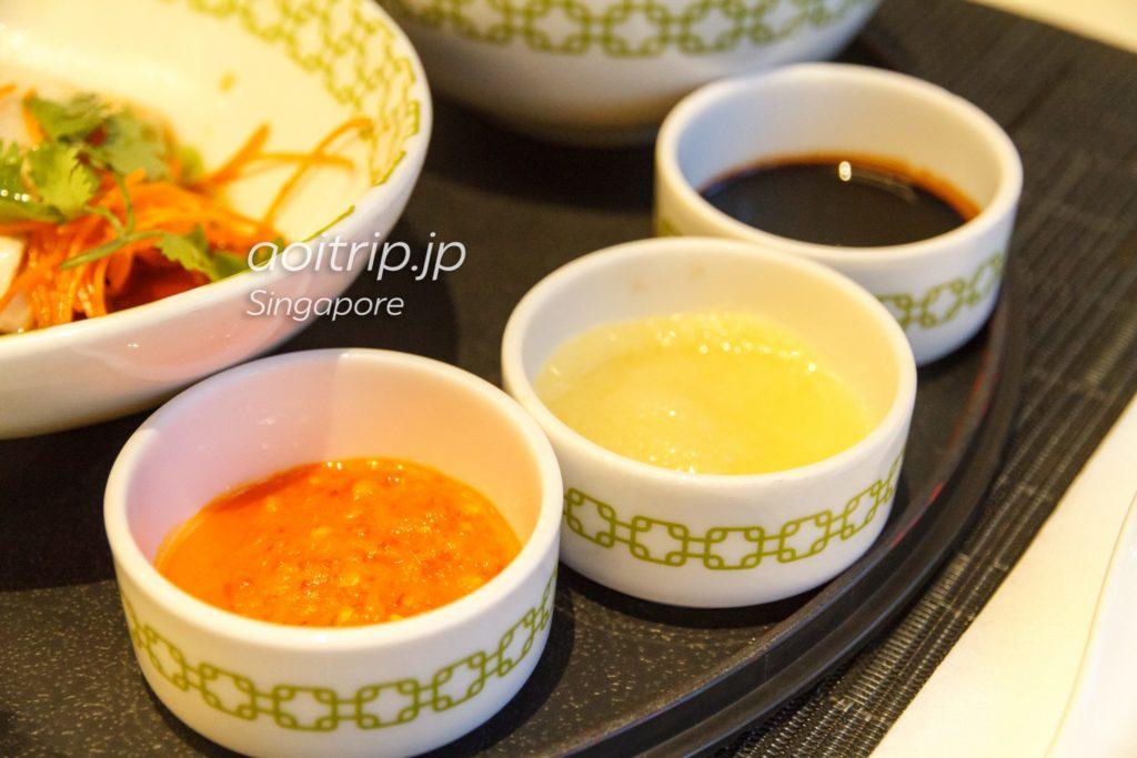 チャターボックス チキンライスのソース三種類(チリ、生姜、濃口醤油)