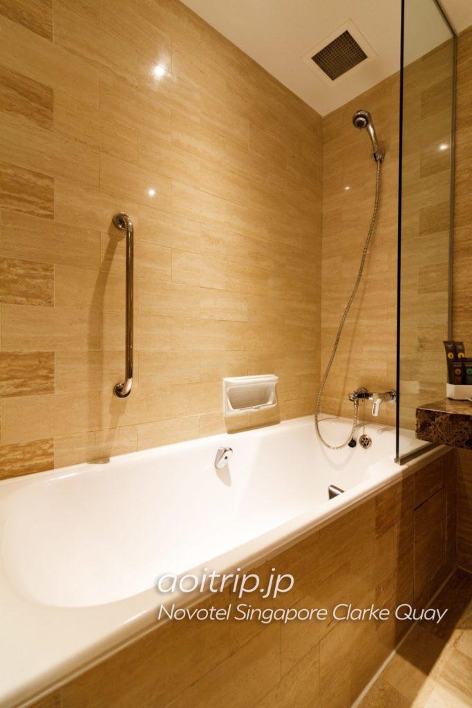 ノボテルシンガポールクラークキー バスルーム