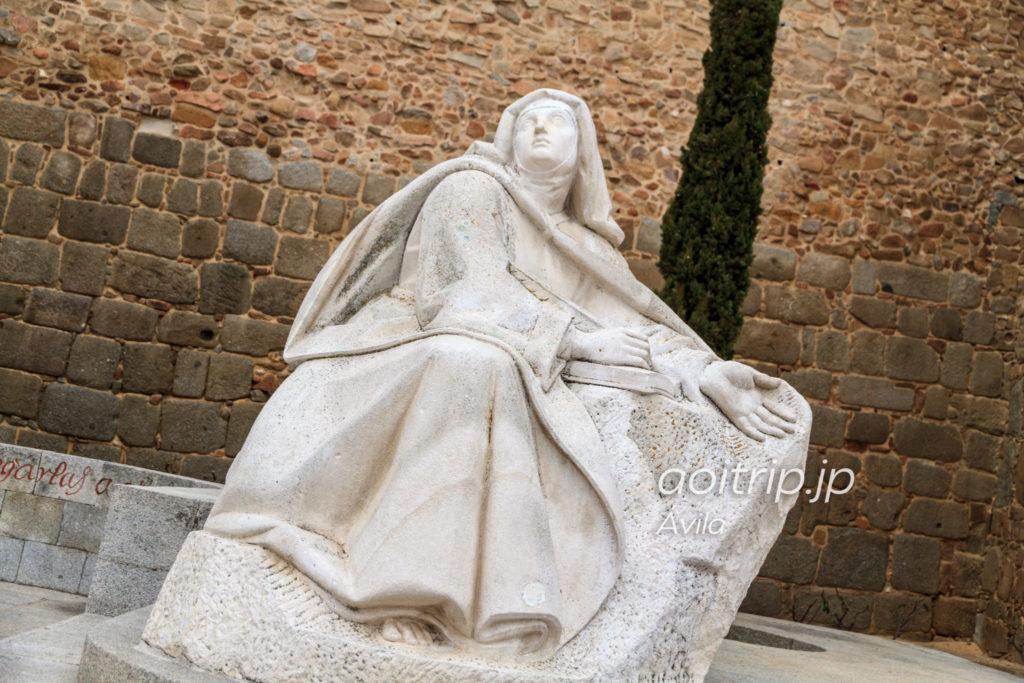 聖女サンタテレサの像