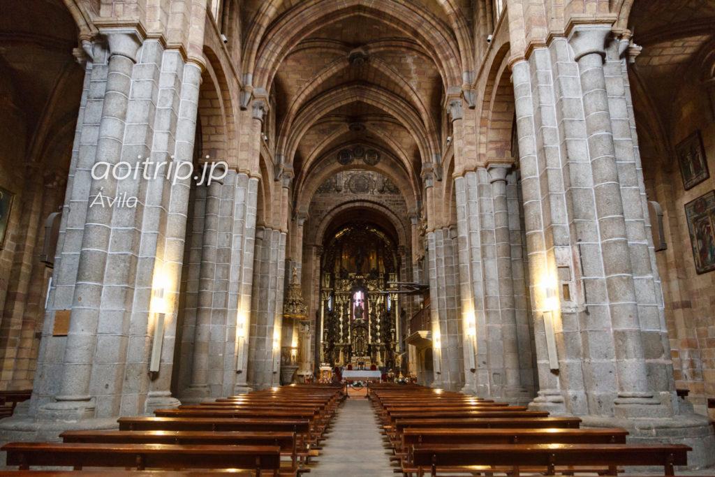 アビラ サンペドロ教会の内部
