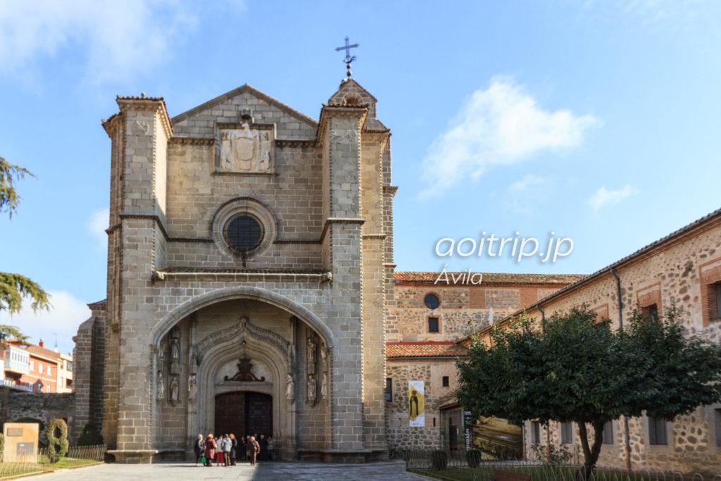 サントトマス王立修道院Real Monasterio de Santo Tomás