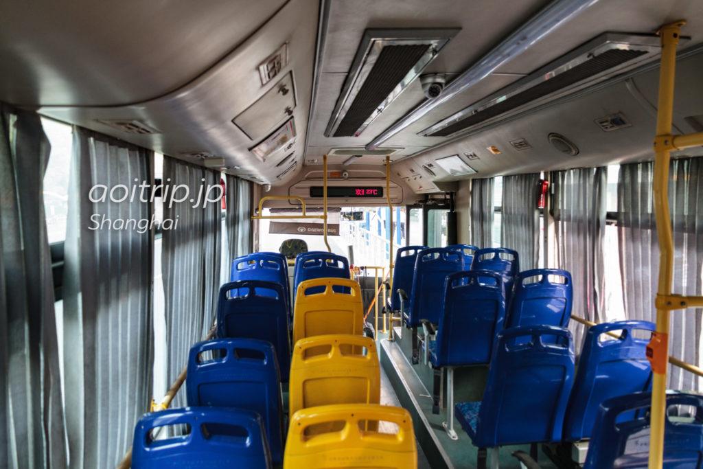 上海から朱家角行きのバス車内
