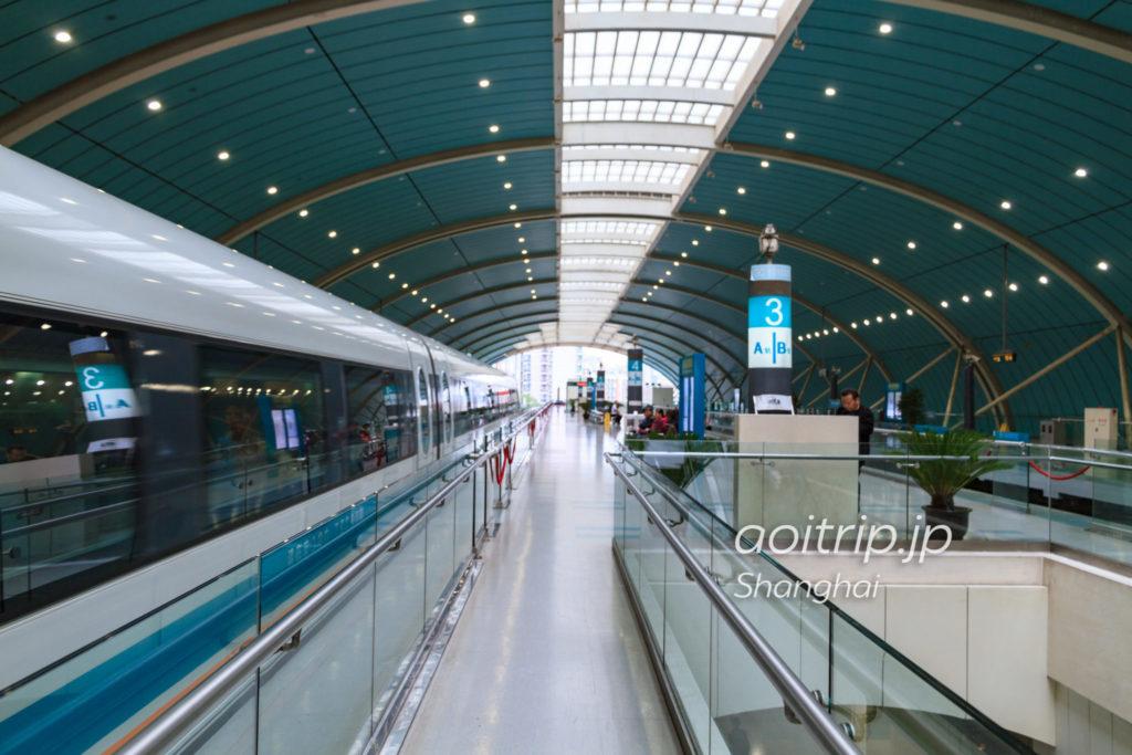 上海リニア 龍陽路駅のホーム