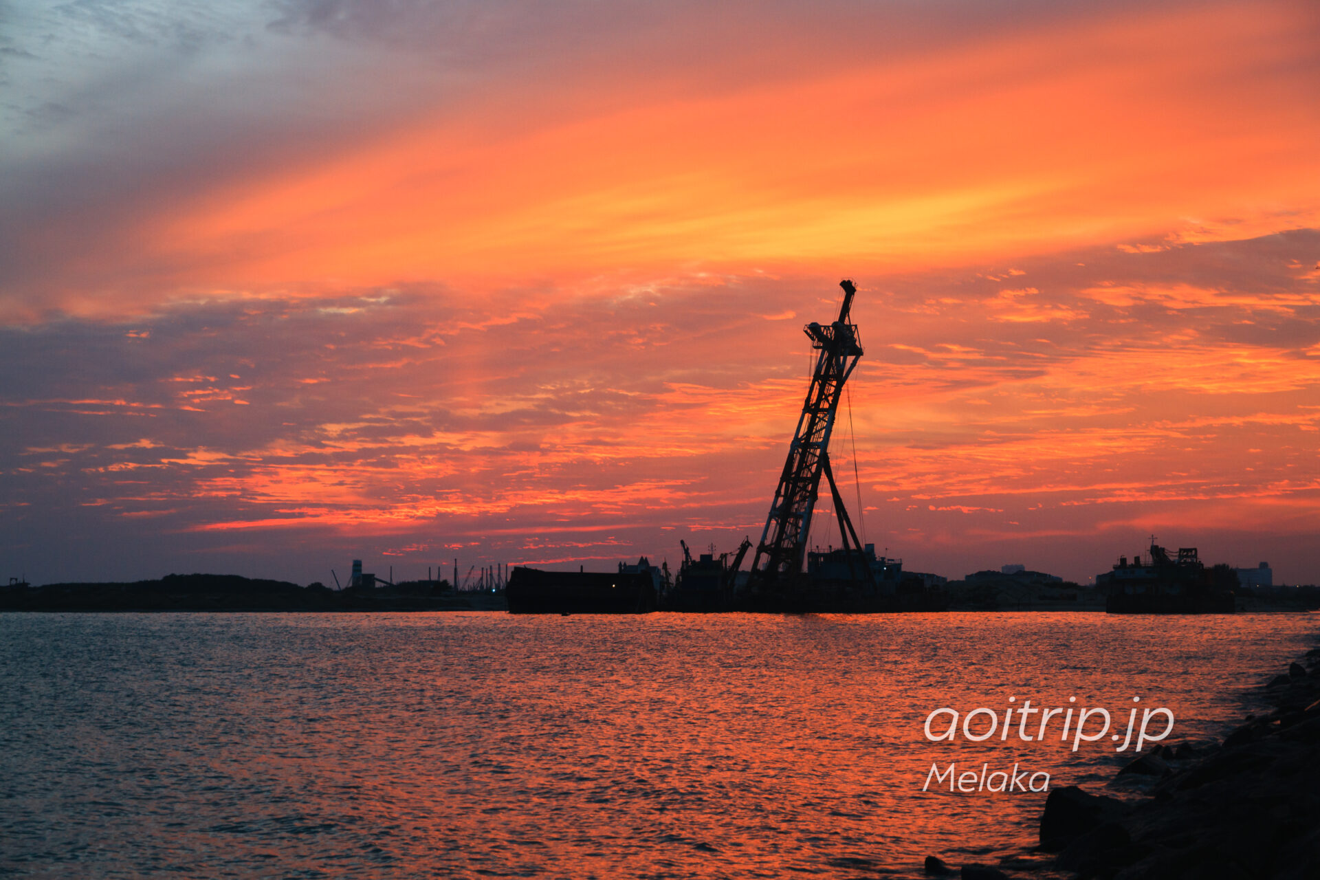 マラッカ海峡に沈む夕日