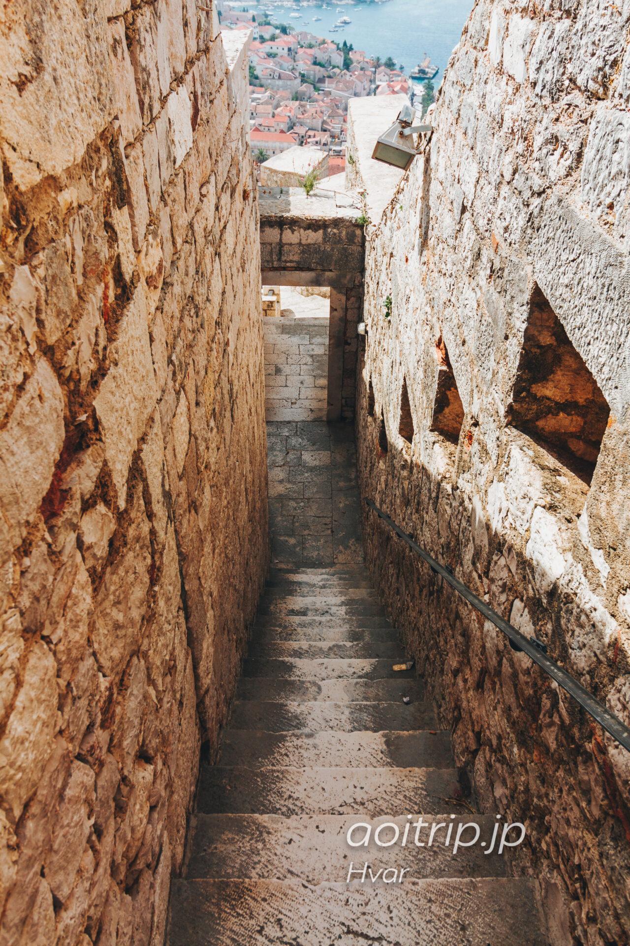 フヴァル城塞