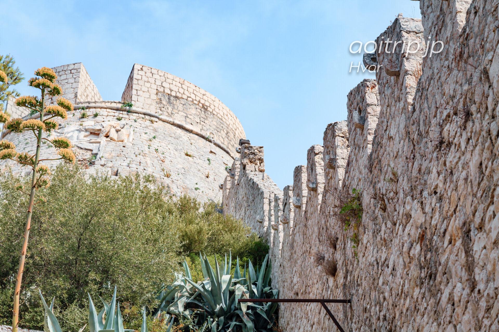 フヴァル要塞の城壁