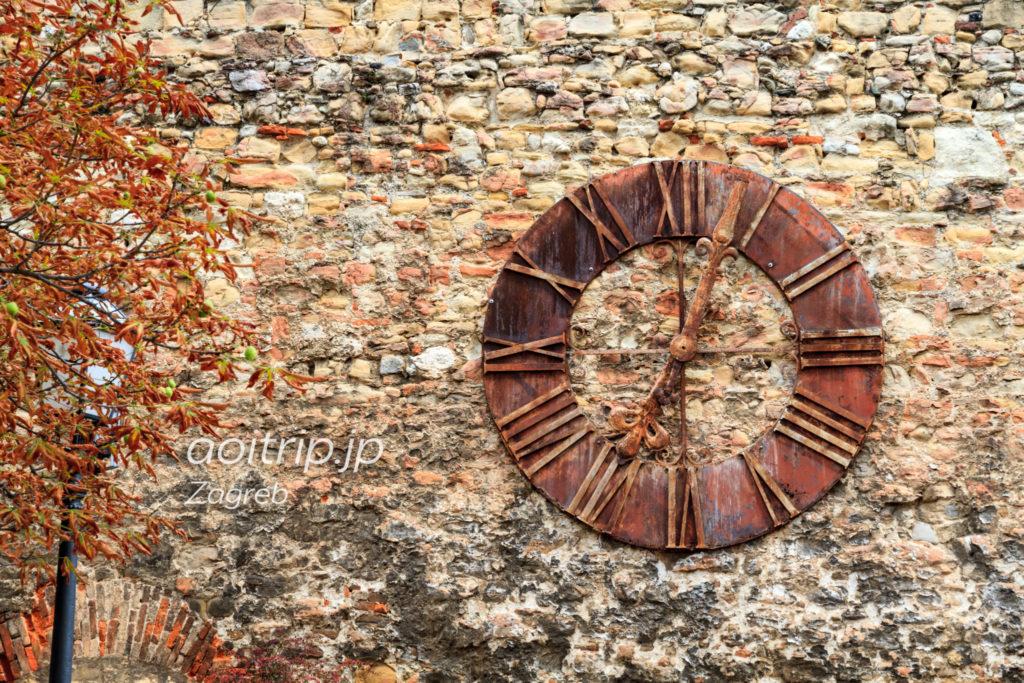 ザグレブ大地震の発生時刻で停止した時計