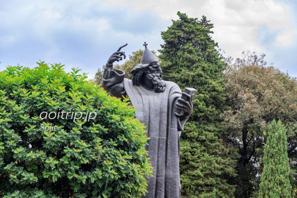 グルグールニンスキ像