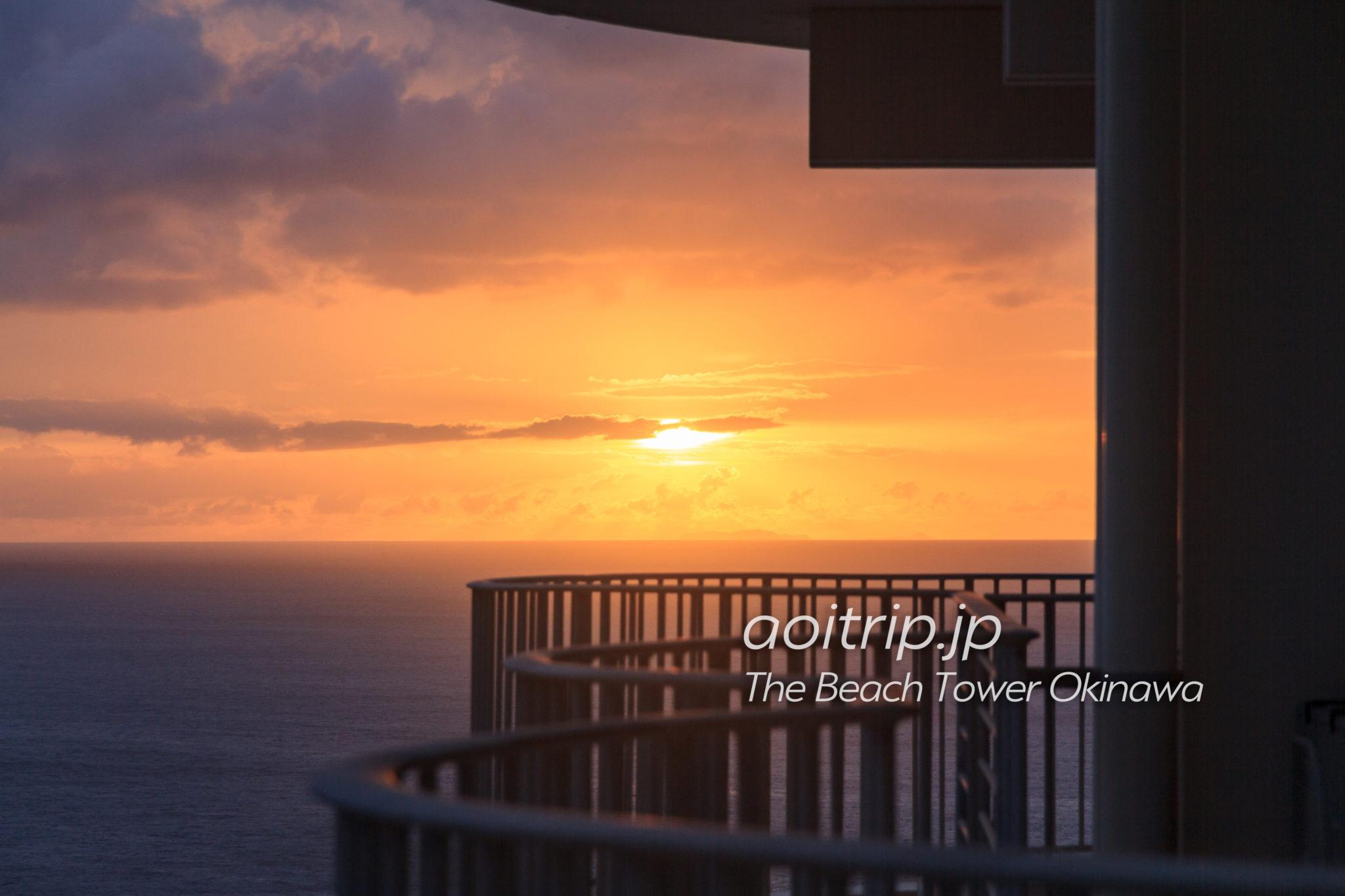 ザビーチタワー沖縄 バルコニーからの夕日