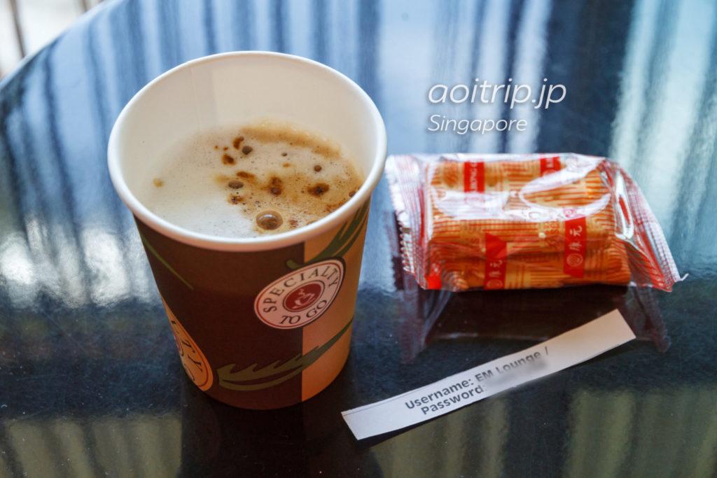 ビンタン島フェリー エメラルドクラスのラウンジのコーヒー