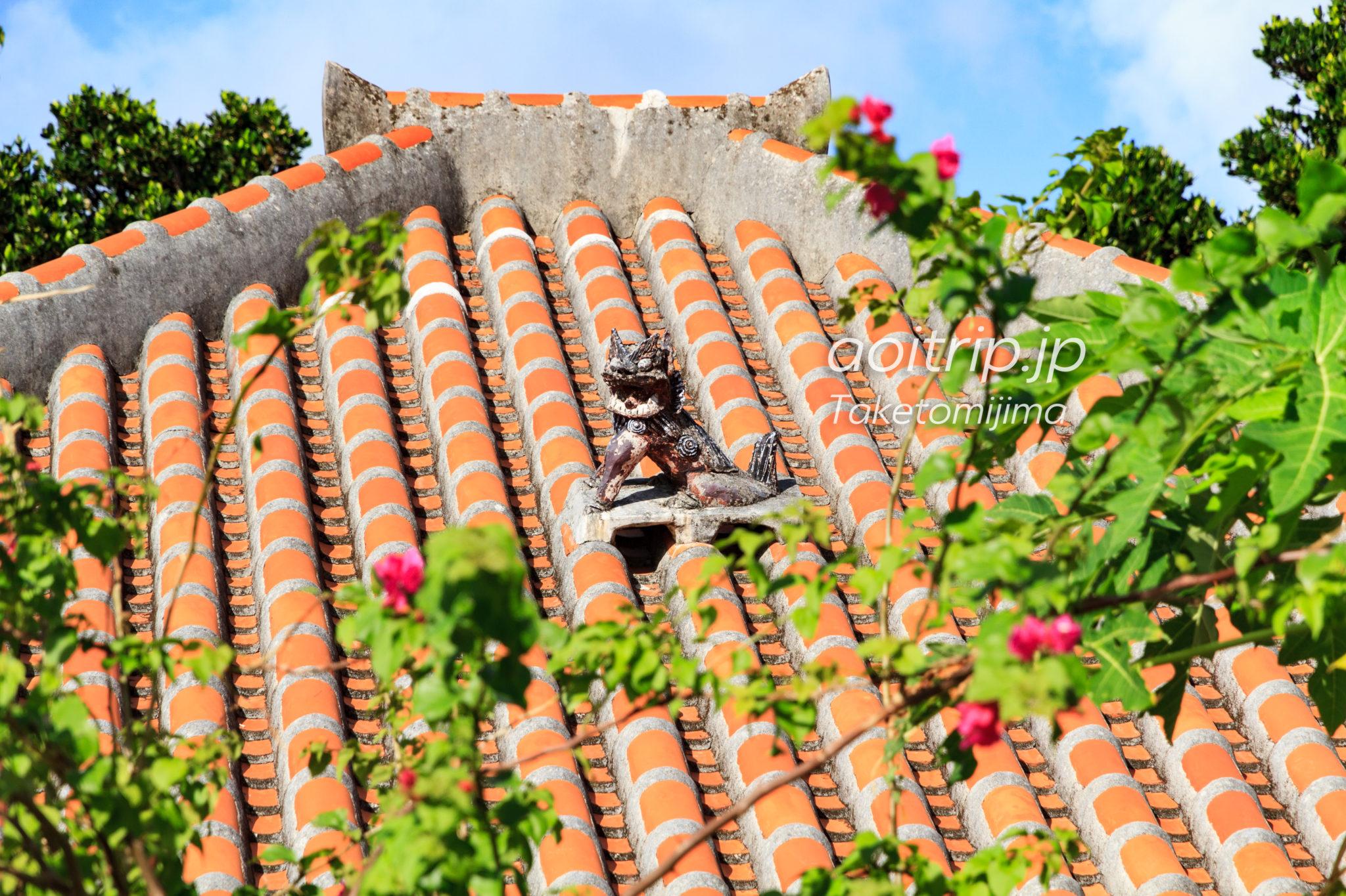 竹富島の赤瓦屋根