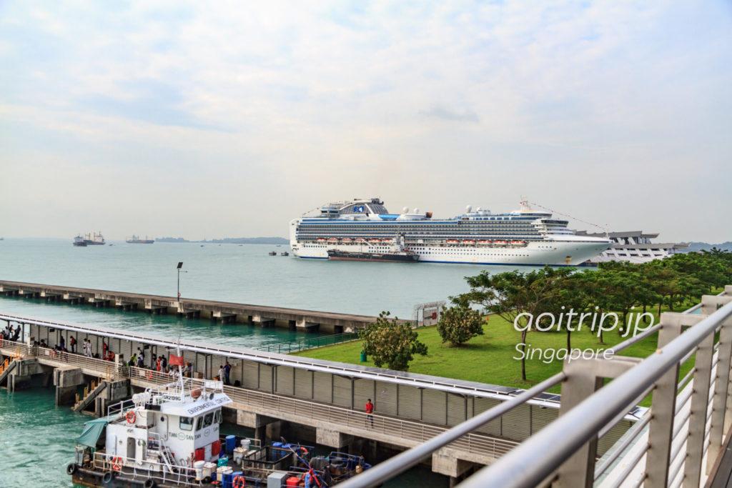 シンガポール本島から見るクス島とラザロー島