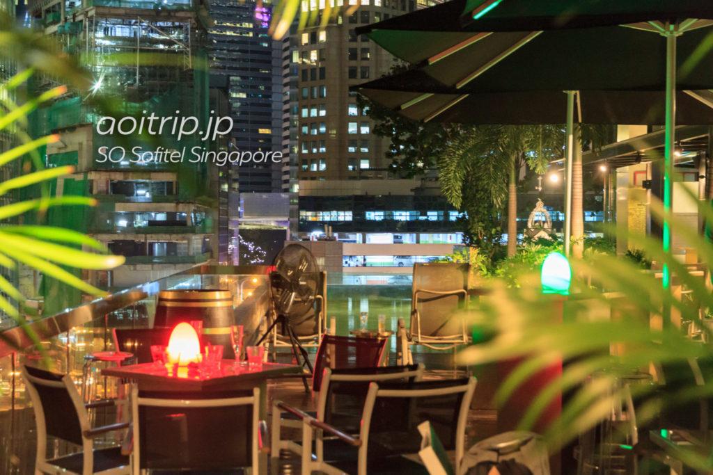 SOソフィテルシンガポールのプールバー