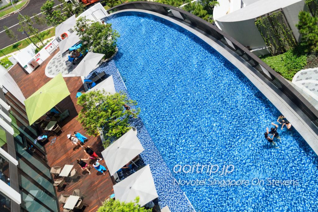 ノボテルシンガポールオンスティーブンスのプール