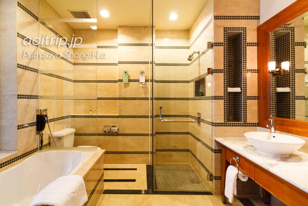 プトラジャヤ シャングリ ラ ホテル バスルーム