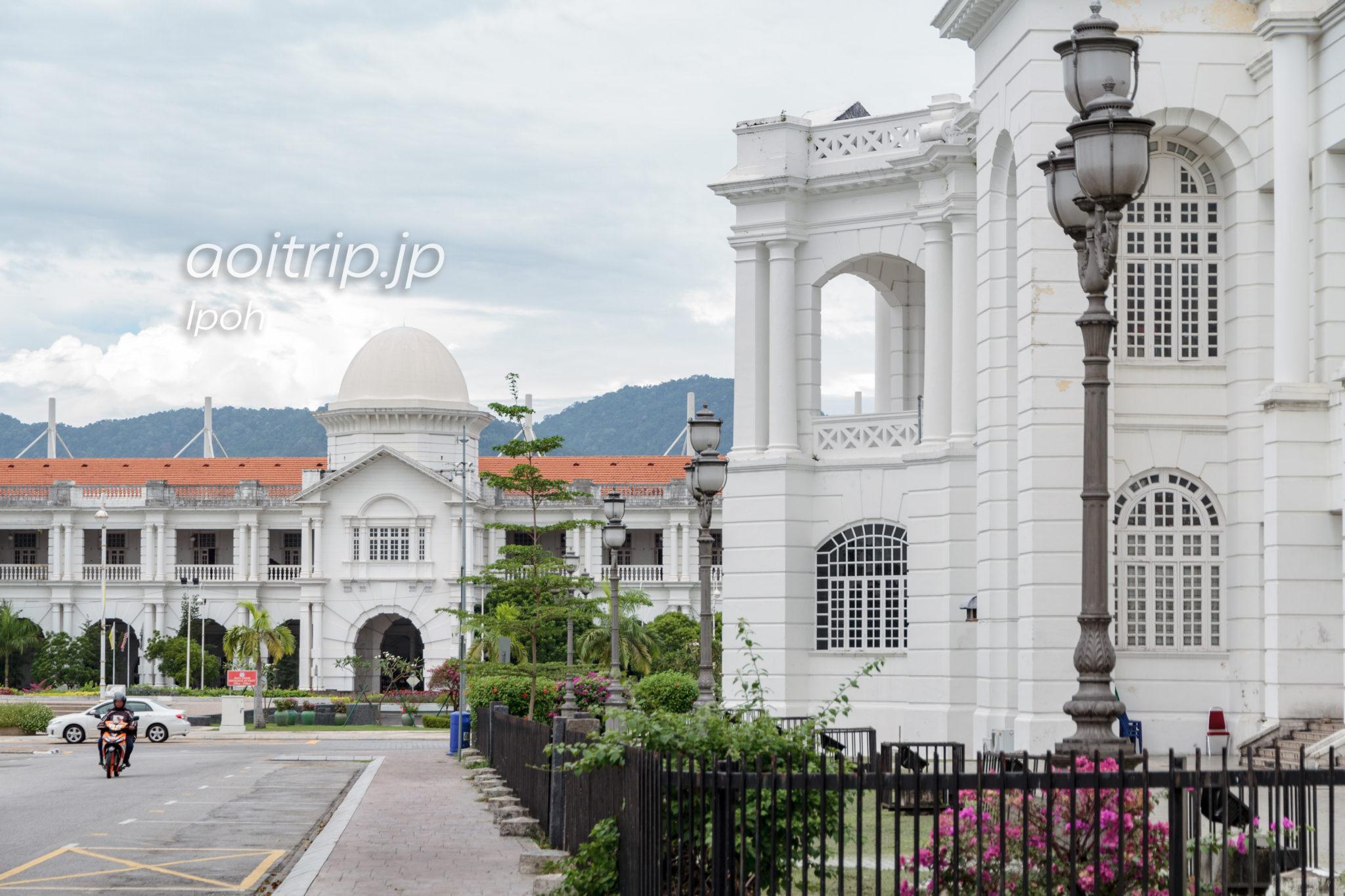 イポー鉄道駅と市役所