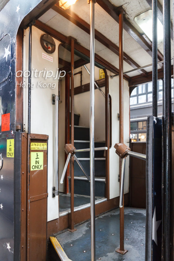 香港トラムの車両後方から乗車