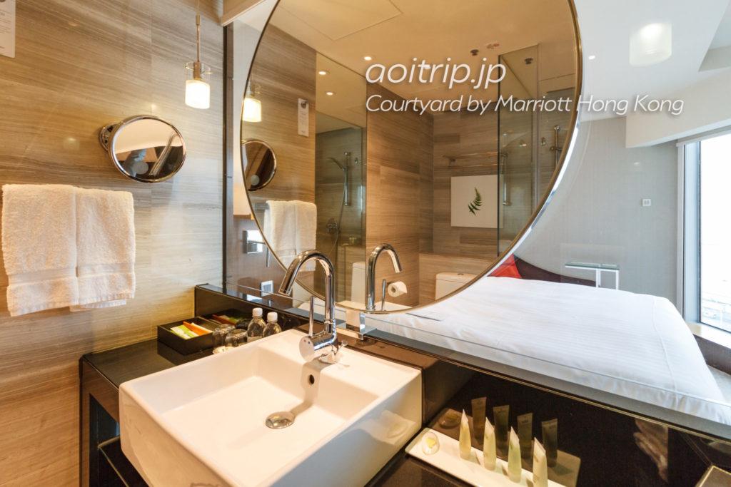 コートヤードバイマリオット香港のデラックスハーバービュールームのバスルーム