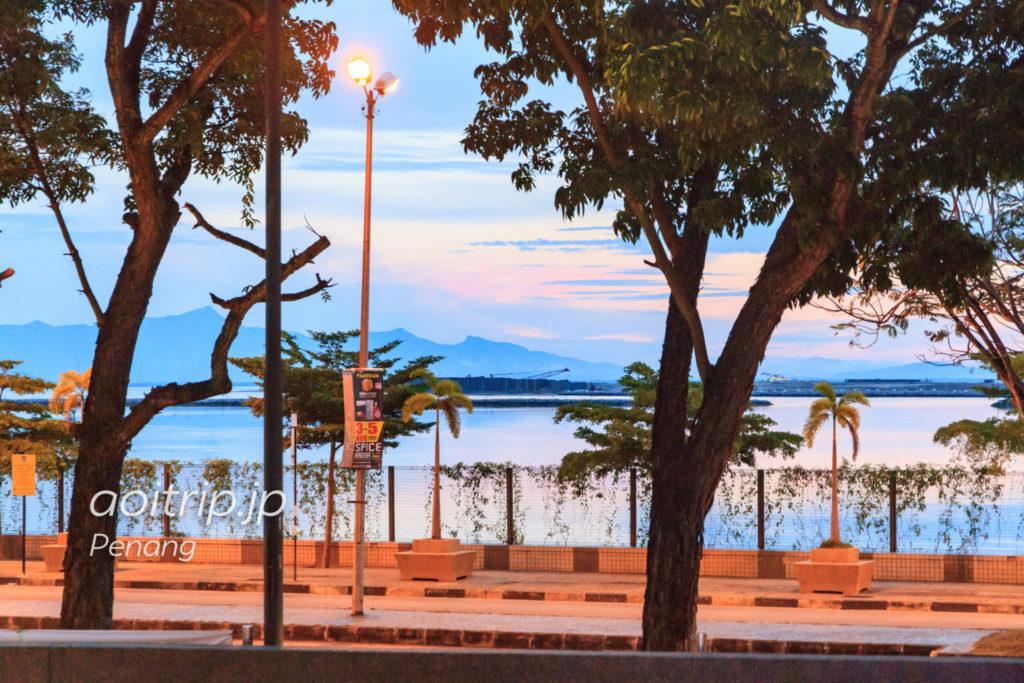 ペナン島ガーニードライブの朝焼け