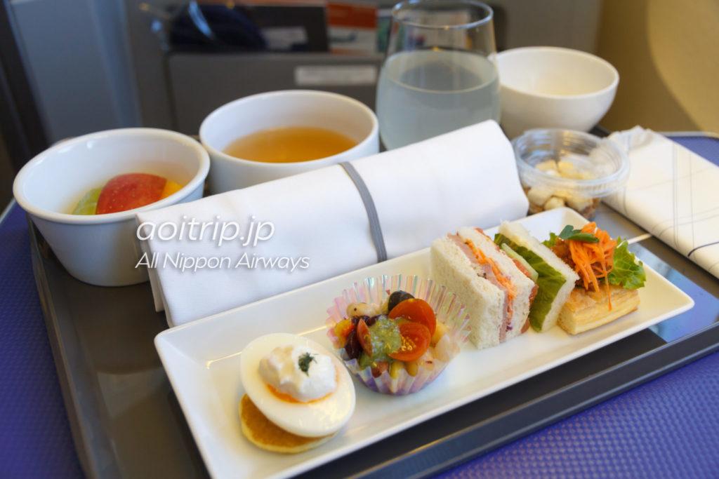 ANA国内線プレミアムクラスの機内食写真
