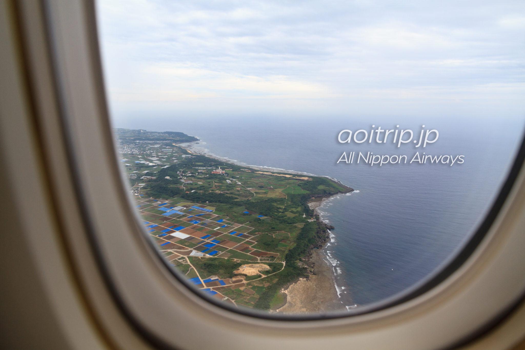 飛行機の機内から見る沖縄(11月)