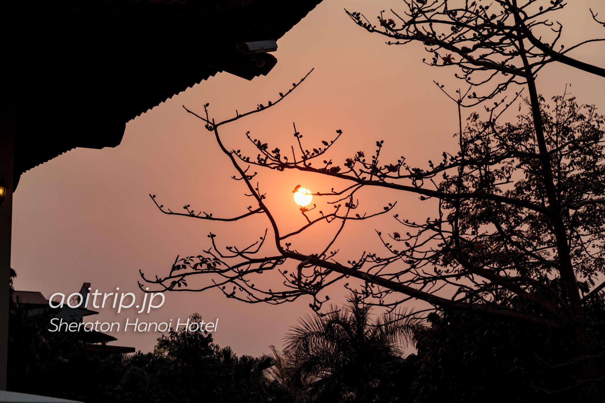 シェラトンハノイホテル敷地から見る夕日