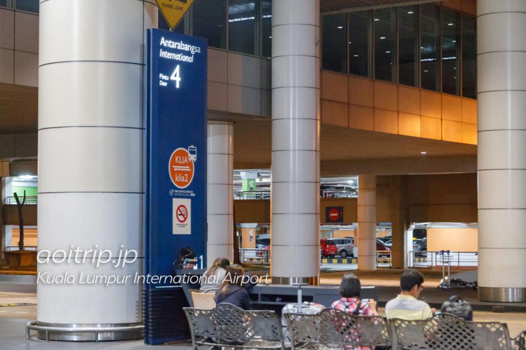 クアラルンプール国際空港ターミナル1にあるターミナル2行きシャトルバス乗り場