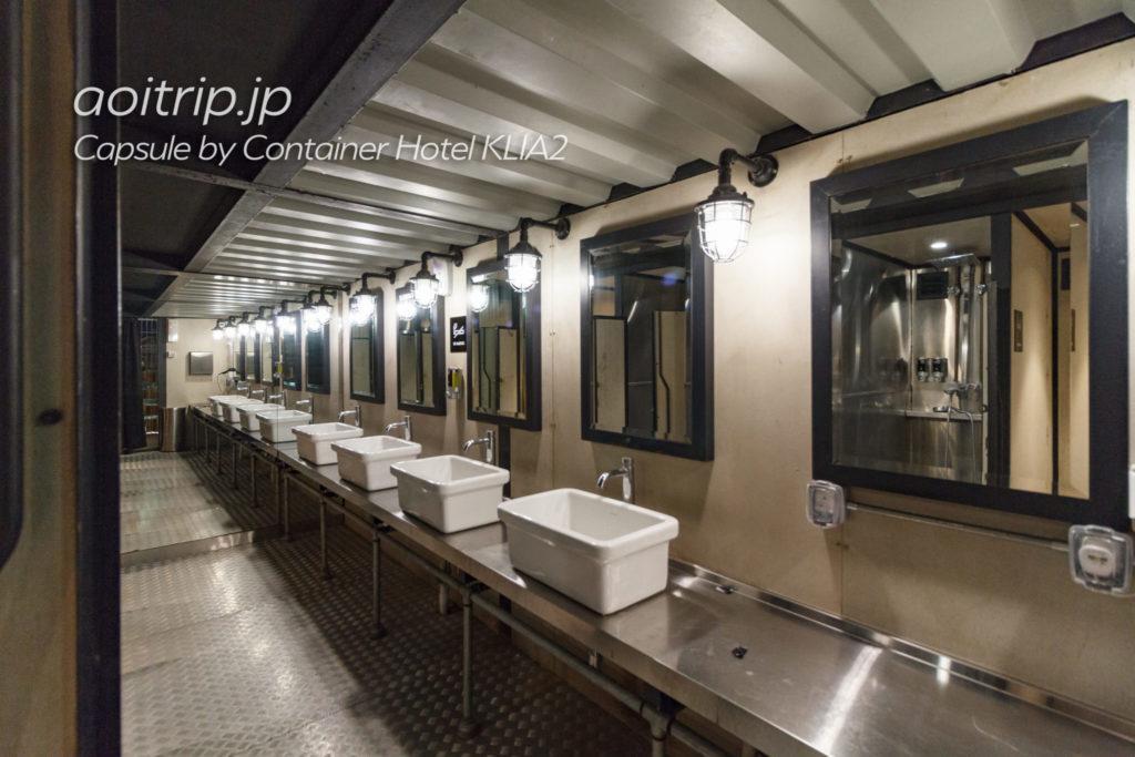 カプセルバイコンテナホテルKLIA2の洗面室