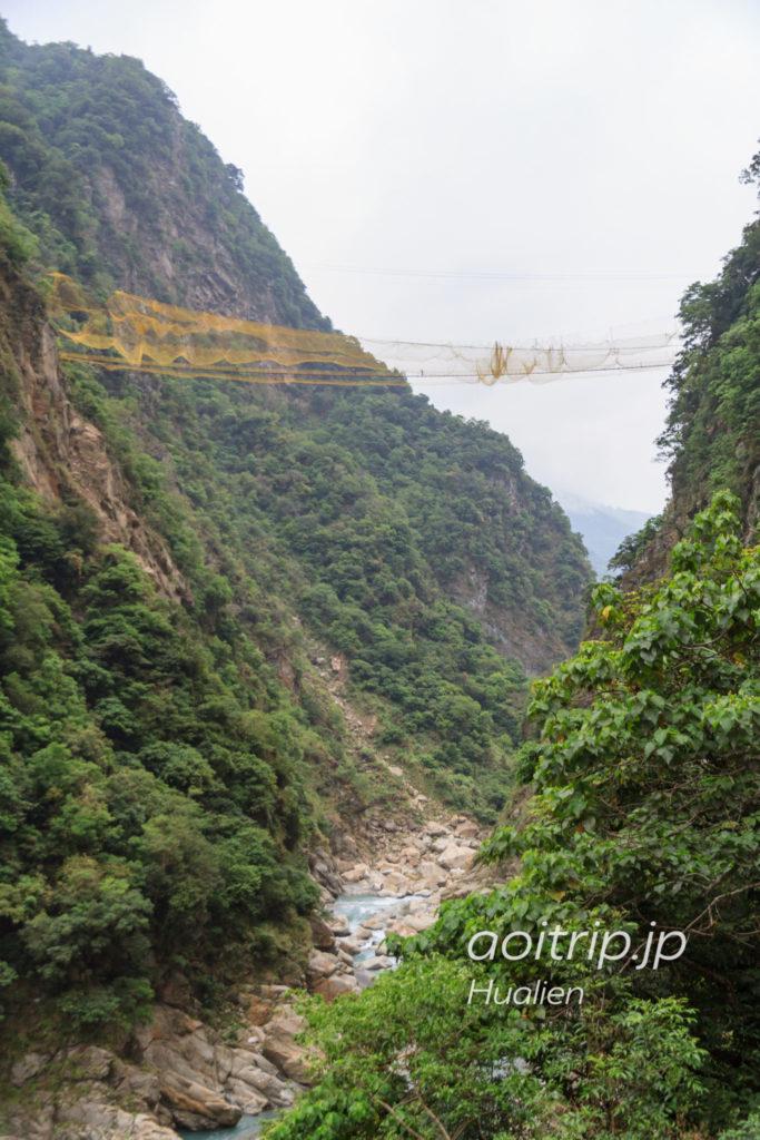 太魯閣国家公園の燕子口歩道前にある吊り橋