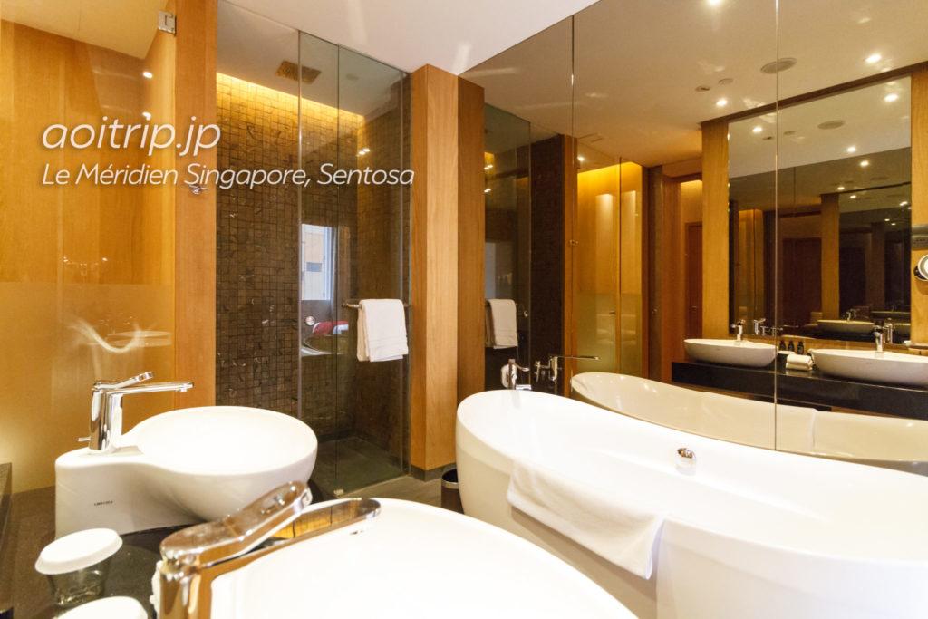 ル メリディアン シンガポール セントーサのヘリテージプレミアムルームのバスルーム