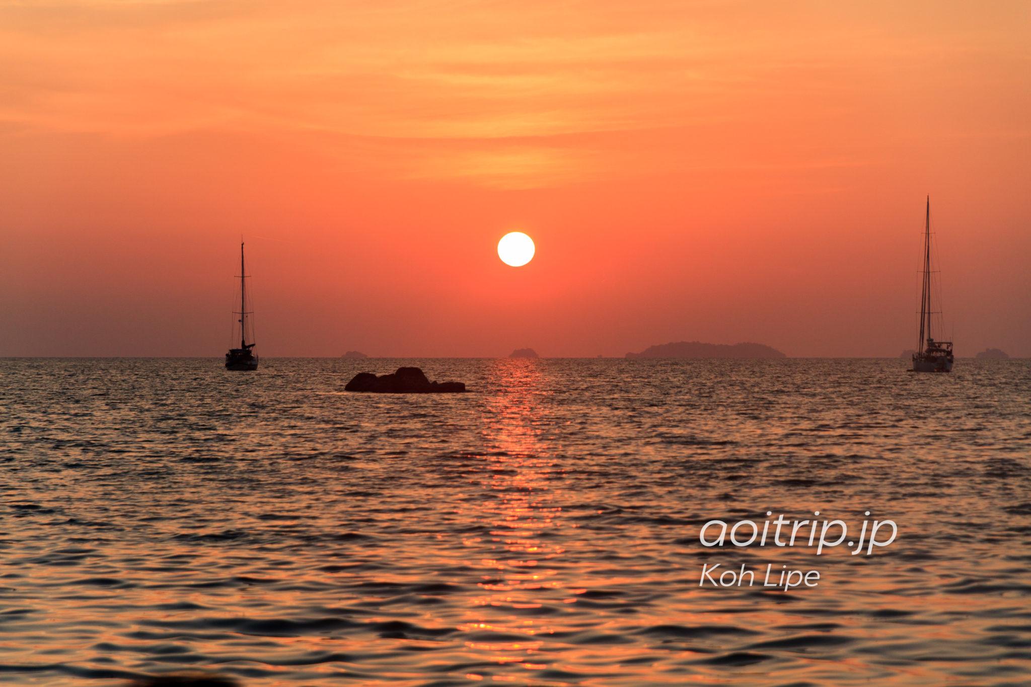 リペ島のサンセットビーチから見る夕日