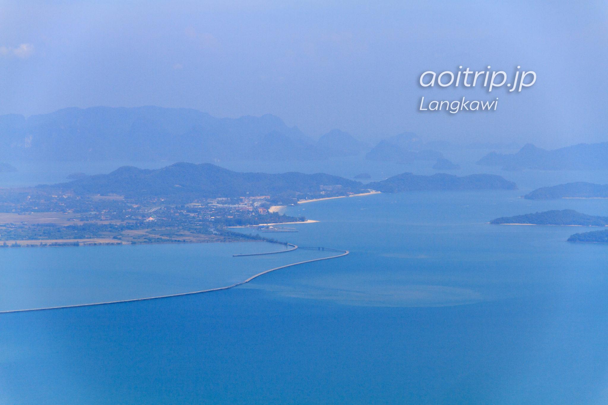 ランカウイ島ケーブルカーSkyCabから望むチェナンビーチの眺望