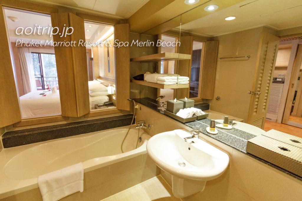 プーケット マリオット リゾート & スパ メルリン ビーチのバスルーム