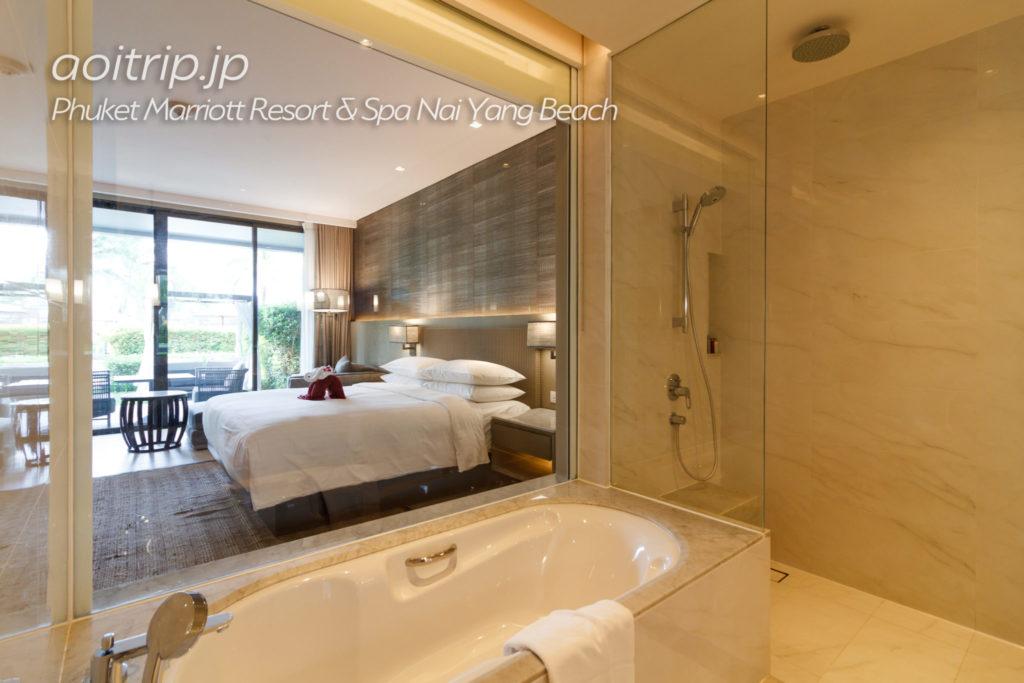 プーケットマリオットリゾート&スパナイヤンビーチのバスルーム
