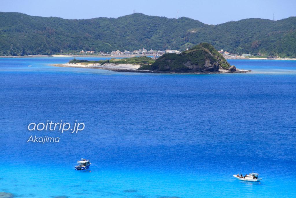 北浜展望台から望む座間味の集落と安慶名敷島