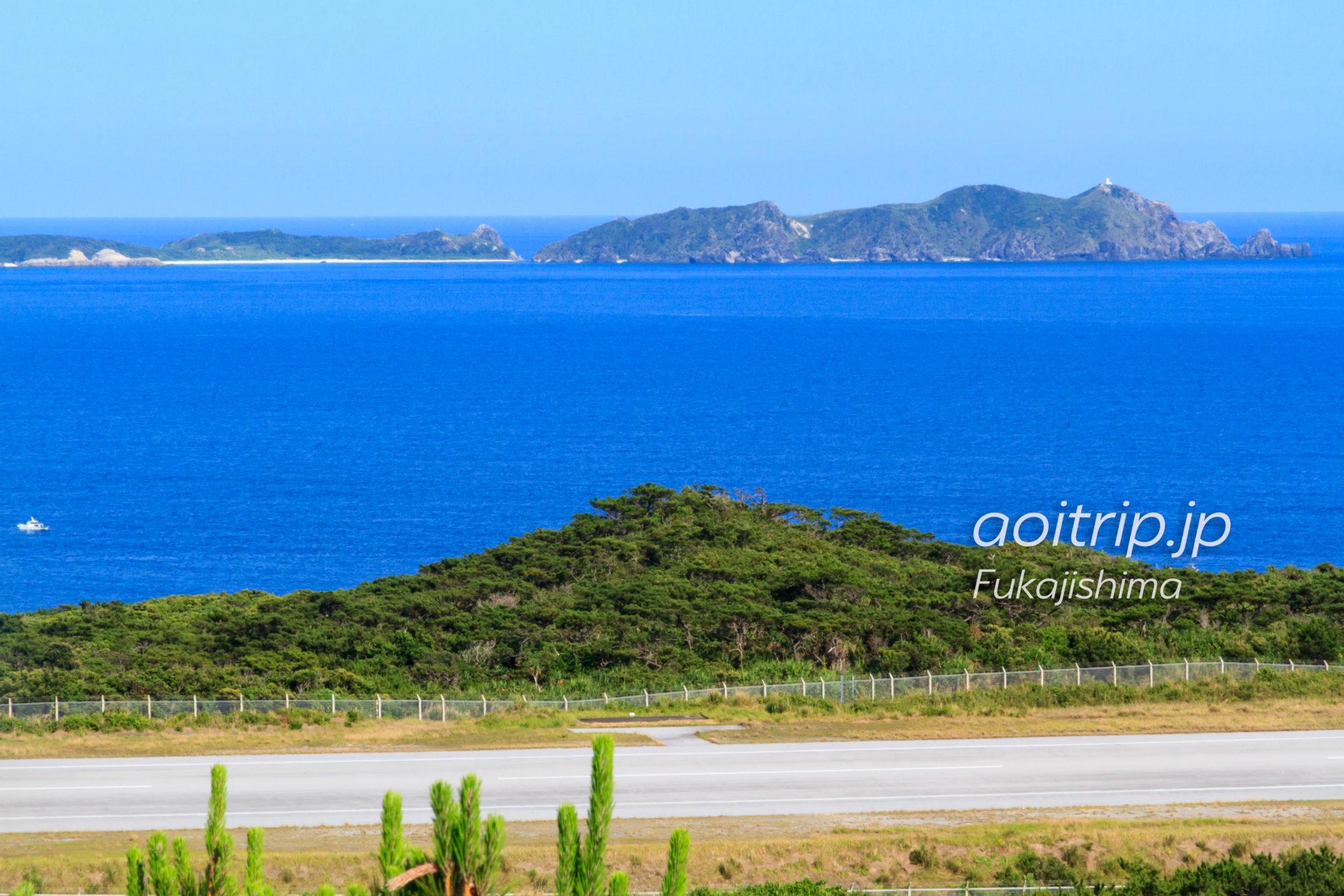 外地展望台から望む阿波連園地とウン島