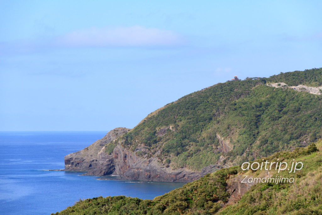 座間味島のウナジノサチ展望台から稲崎展望台を望む