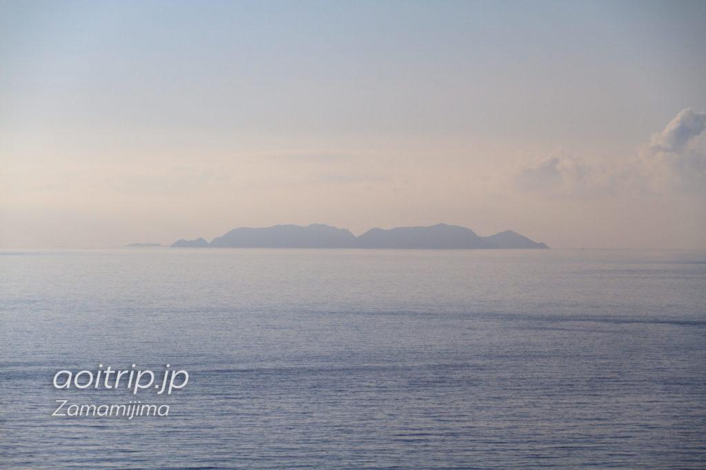 ウナジノサチ展望台から望む渡名喜島の陰影